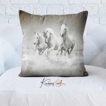Kumaş Evi Dekoratif Yastık Kılıfı - 17 - Atlar